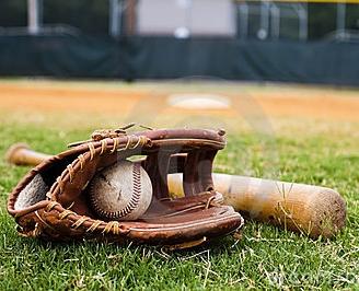 https://sitedesq.sportstg.com/assets/siteDesq/19464/gallery/old-baseball-glove-bat-field-19982200.jpg